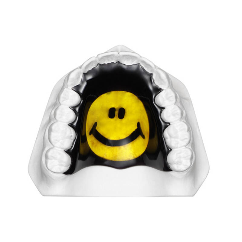 orthodontic plate with smiley, application example, online gallery
